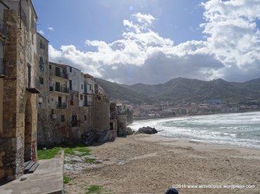 In einigen dieser Häuser gibt es kleine Restaurants mit Blick auf's Meer.