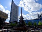 Ensemble aus City-Tower, Brunnen und Paulinerkirche am Augustusplatz